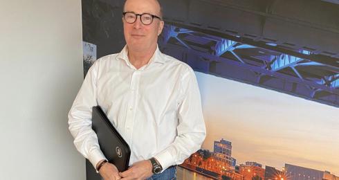 Rob Vogel op kantoor